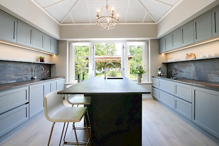 Contemporary Concrete Kitchen with Handless Grey Shaker style